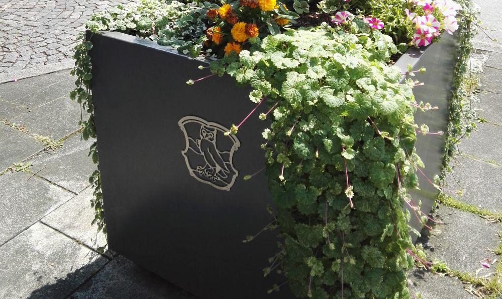 Pflanzgefäß mit Stadtwappen